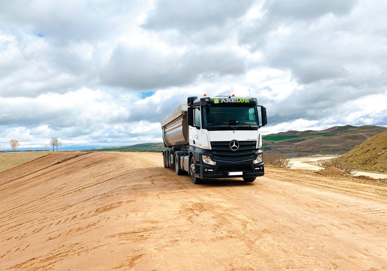 Transporte de áridos, tierras, materiales de cantera, escolleras y aglomerados | Arelur | Lasarte Oria Gipuzkoa